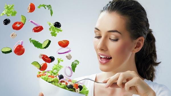 Диетолог назвала необходимые для здоровья зубов, кожи и волос продукты